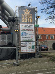 Foto van sponsorbord SlimSchip koningsdag 2018 De Trucker
